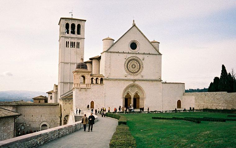 Asyż, Włochy