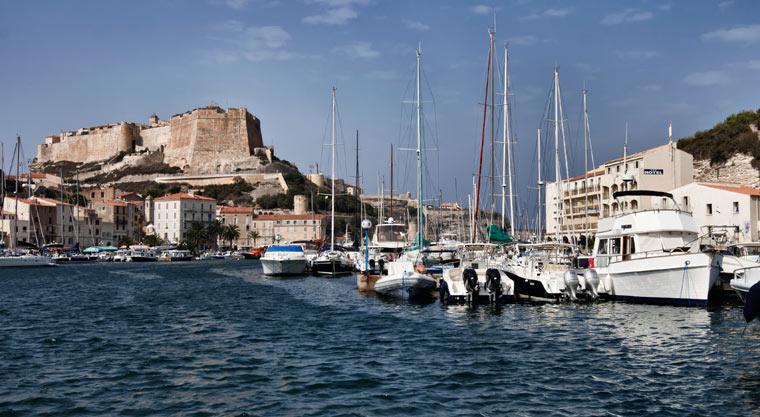 Widok na port i miasto - Bonifacio - Korsyka - Francja