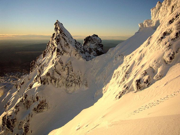 Szczyt Pinnacles, Mt. Ruapehu o zachodzie słońca