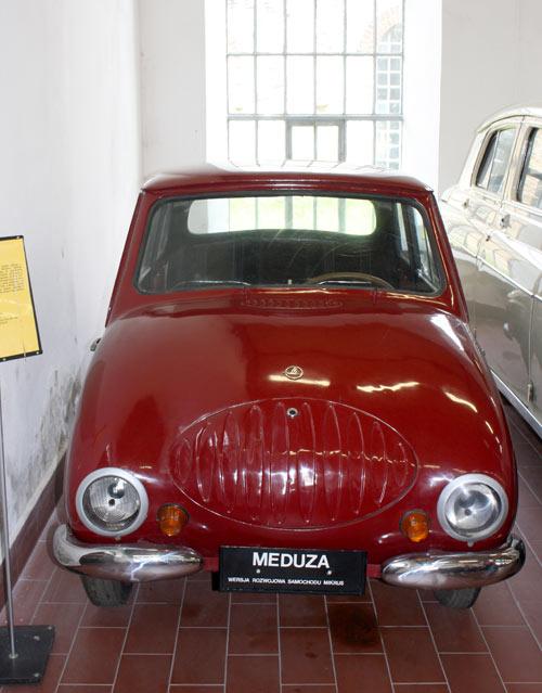 """Wystawa """"Najbardziej znane samochody i motocykle XX w."""