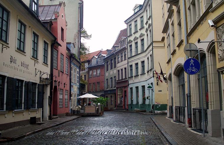 Jauniela, Ryga, to jedna z najstarszych uliczek stolicy Łotwy