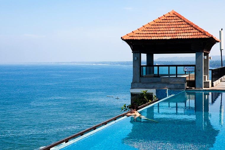 Basen w ośrodku hotelowym w stanie Kerala, Indie