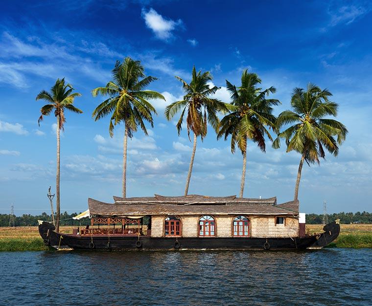 Barka na rozlewiskach Kerali. Kerala, Indie