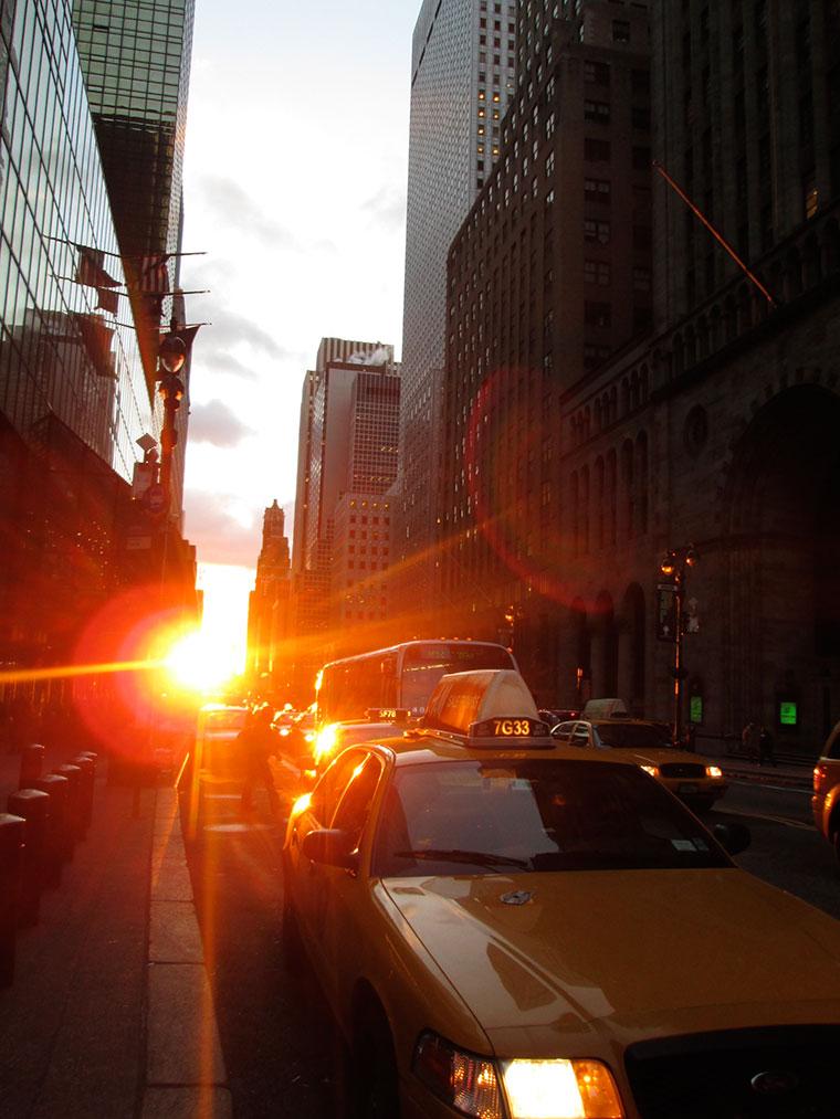 Manhattanhenge - spektakularny zachód słońca w Nowym Jorku