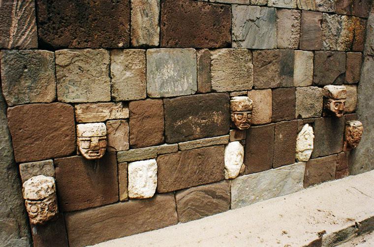 Śmieszne twarze Tiwanaku