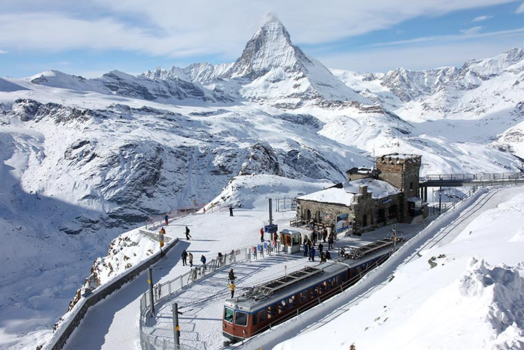Zermatt, w tle majestatyczny Matterhorn, szczyt będący symbolem Szwajcarii