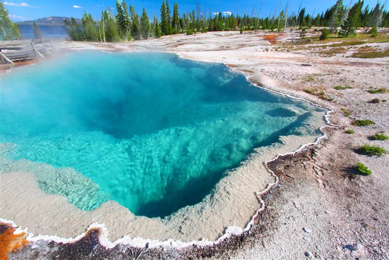 West Thumb Geyser Basin w Parku Narodowym Yellowstone