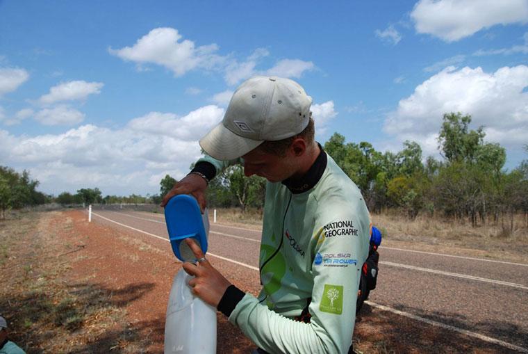 Joachim Czerniak i towarzyszące mu osoby pokonali w Australii już ponad 3,6 tysiąca kilometrów na rowerach.