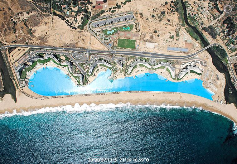 Zdjęcie satelitarne największego basenu na świecie, San Alfonso del Mar