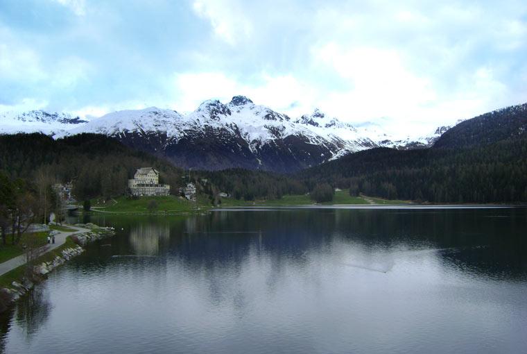 Widok na jezioro w sankt Moritz, Szwajcaria